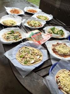 楽農くらぶ 思い思いのピザが完成!